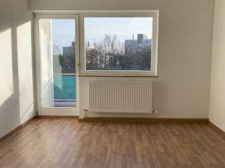 Sanierte, lichtdurchflutete 2 Zimmer Wohnung