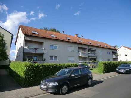 Profi Concept: schöne 3 Zimmerwohnung im Hochparterre mit Balkon und EBK in Egelsbach