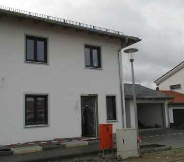 GIS IMMOBILIEN - Tolle Doppelhaushälfte im Toskana-Stil