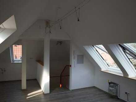 Lichtdurchflutete 1-Zimmer-DG-Wohnung in Stuttgart, sofort verfügbar