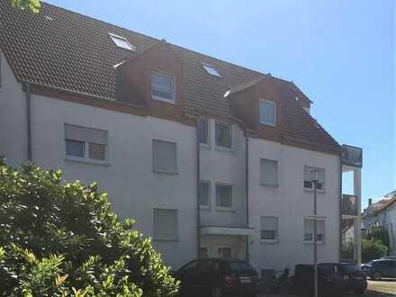 Modernisierte, helle 3-Zimmer-Wohnung mit Terrasse und viel eigenem Grün