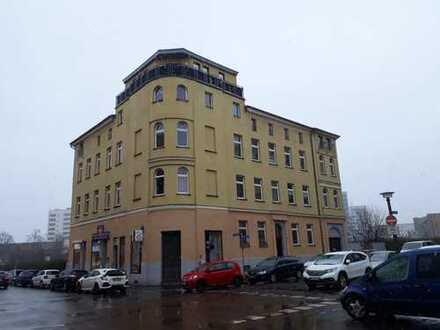 Sanierte 3-Zimmer-DG-Wohnung mit Dachgarten und Einbauküche in Halle
