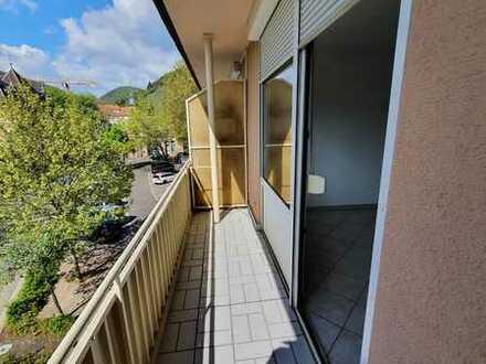 Modernisierte Wohnung mit einem Zimmer sowie Balkon und Einbauküche in Neustadt