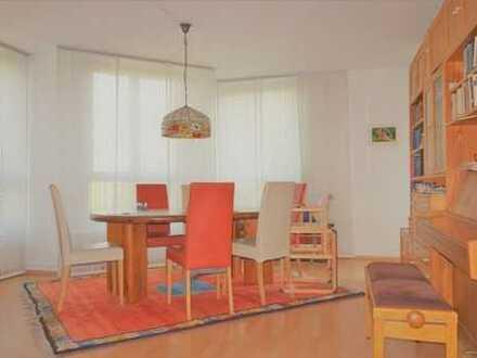 Großzügige 4-Zimmer Wohnung zum Selbstbezug ! mit 2 Loggien und Lift !!