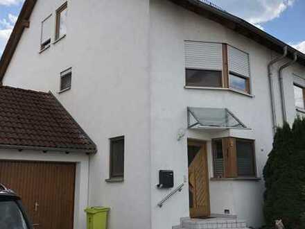 Schönes Haus mit fünf Zimmern in Göppingen (Kreis), Dürnau