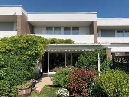 Steinbach, schönes Wohnen im Reihenhaus mit eingewachsenem Garten in ruhiger Lage!