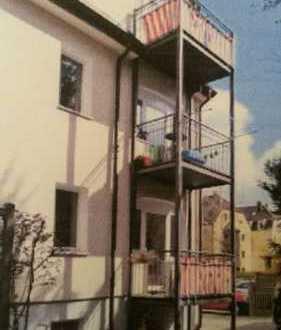 Helle 3-Zimmer-Wohnung mit Balkon und Einbauküche in Augsburg - Pfersee
