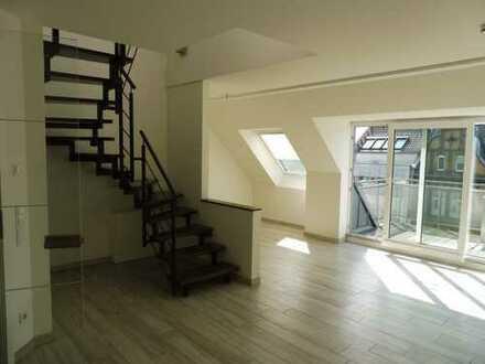 Stilvolle neuwertige 3,5-Zimmer Maisonette-Dachwohnung mit kleinem Südbalkon und EBK in Ratingen-Ost