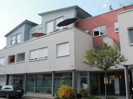 Vollständig renovierte und behindertenfreundliche Wohnung mit vier Zimmern und Loggia in Lorsch