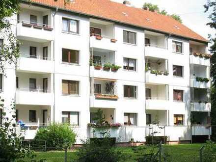 Schöne Wohnung mit Balkon. EBK kann v. Vormieter übern. werden.
