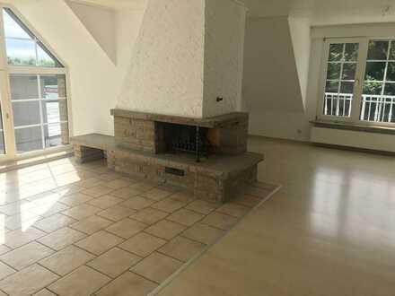 Vollständig renovierte 3-Raum-Maisonette-Wohnung mit Balkon in Gladbeck