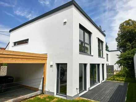KNIPFER IMMOBILIEN - Neubau - Maisonetthaus mit Terrasse und Garten in KfW-55 Bauweise!