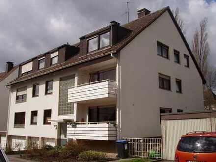 Sehr schöne, helle 2,5 Zi. Wohnung, 63 qm im 2.OG, in bester Wohnlage, im top gepflegtem 6-Fam. Haus