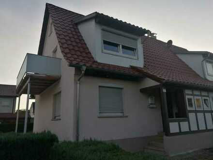 Schöne Doppelhaushälfte mit großem Balkon und Garten in Stadtnähe, Trossingen