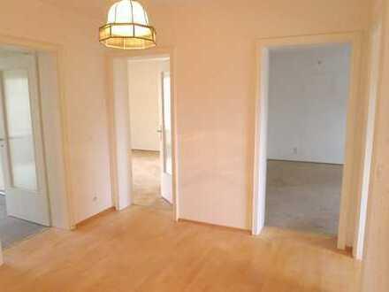 Renovierungsbedürftige 3-Zimmer Wohnung mit Potential - super Schnitt und gute Lage !!!