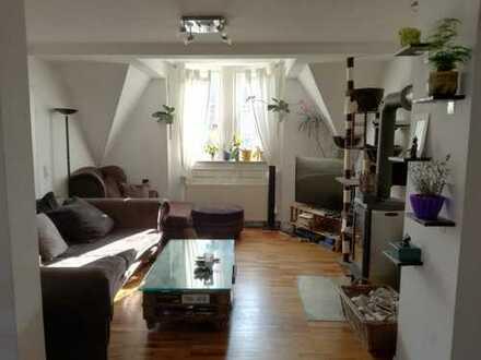 Wunderschöne 4-Zimmer-Maisonette-Wohnung mit EBK, Dachterasse, Sauna und Kamin