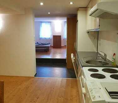 Vollständig renovierte 1,5-Zimmer-EG-Wohnung mit Balkon und Einbauküche in Vaihingen/Enzweihingen