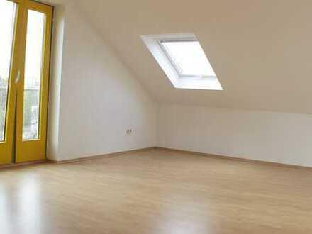 ***Schicke Dachgeschosswohnung 3 Zimmer in Niederdorfelden***