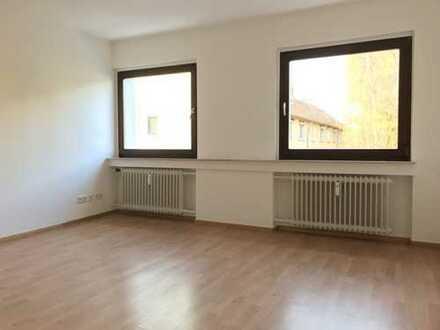 Vollständig renovierte, helle Wohnung mit EBK in ruhiger Lage!