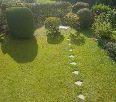 Mitbewohner-/in für großes Zimmer mit eigenem Bad/Garten/Balkon gesucht :)