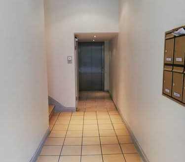 Moderne Dachgeschosswohnung mit Küche im Kaiserviertel mit Aufzug !