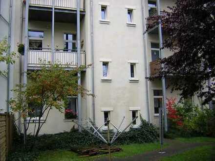 Neu renovierte 2-Zimmer-Hochparterre-Wohnung