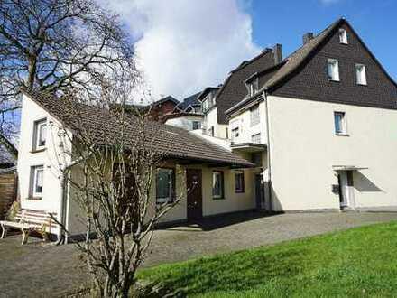 Gepflegte DHH mit Anbau für Junges Wohnen oder als Mehrgenerationenhaus in Lev.-Lützenkirchen!