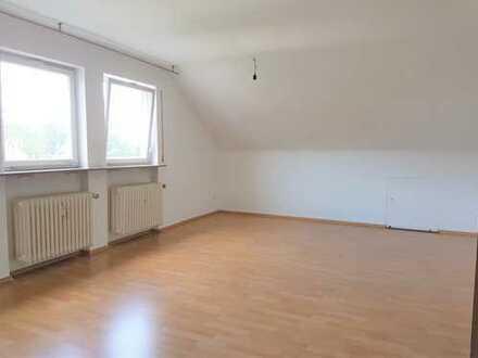 2,5-Zimmer-DG, Teilrenoviert, neue EBK, ideal für zwei Personen, am Ortsrand von Plochingen