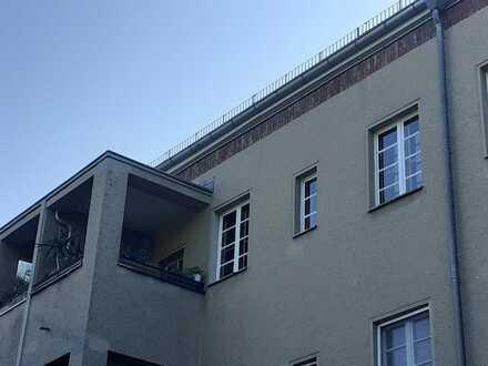 Gepflegte Wohnung mit zweieinhalb Zimmern sowie Balkon und EBK in berlin