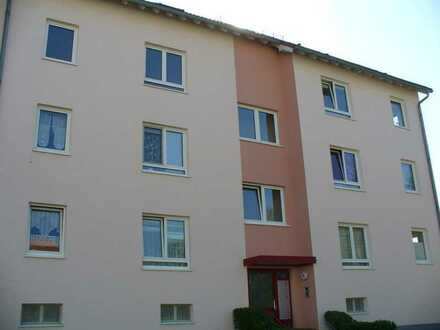 Helle 2 Raum Wohnung mit großem Wohnzimmer und Tageslichtbad freut sich auf Sie als Mieter