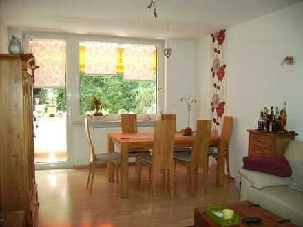gepflegte und liebevoll sanierte 3 ZKB. Wohnung mit Balkon in KA-Waldstadt
