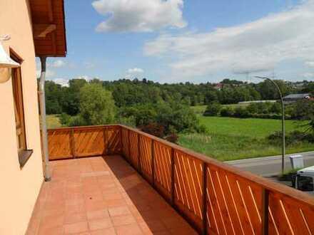***Zentrumsnahe helle Etagenwohnung mit umlaufendem Balkon u. tollem Blick ins Grüne***