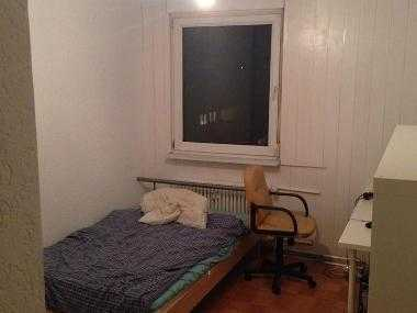 Möbeliertes 13 Quadratmeter Zimmer in netter 4er WG