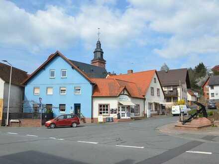 *HTR Immobilien* Blaues Wohnhaus und weißes Geschäftshaus (viel Platz zum Entfalten)