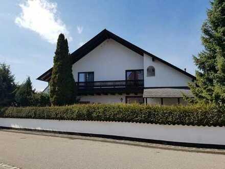 Großzügiges Einfamilienhaus in 90559 Burgthann, Breslauer Str. / Doppelgarage / Schwimmhalle