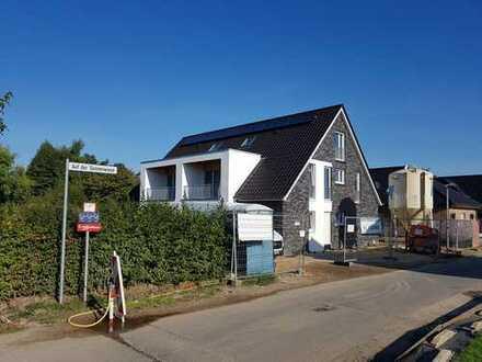 ERSTBEZUG - Sonnige Obergeschoss-Wohnung mit eigenem Eingang