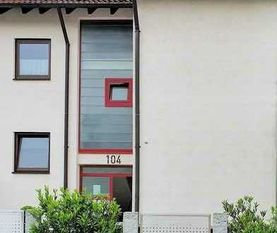 Gepflegte 2-Zi.-Whg. mit Balkon, Einbauküche, Keller und Stellplatz in Steinheim an der Murr