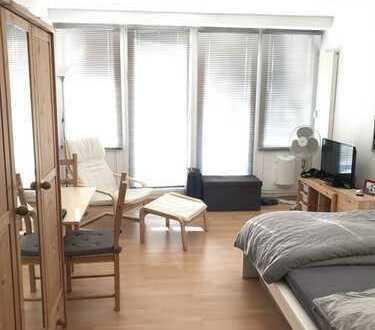 Stilvolle 1-Zimmer-Wohnung mit Balkon und EBK in Westhoven, Köln