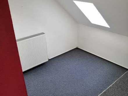 Es wird ein sehr grosses Zimmer in einer Vierter-Wg frei.