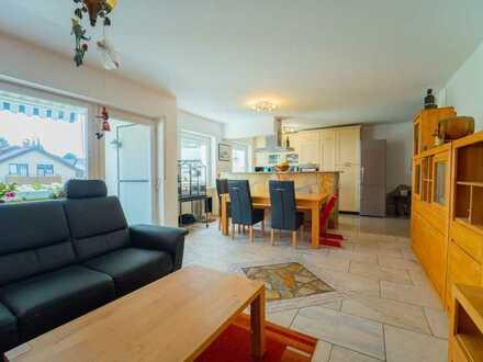 Modernisierte 4-Zimmer Wohnung mit ca. 98 m², Balkon, Lift und Garage in ruhiger Lage von Rümmingen