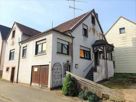 +++Teilmodernisiertes Ein-bis Zweifamilienhaus mit kleinem Garten und Garage+++