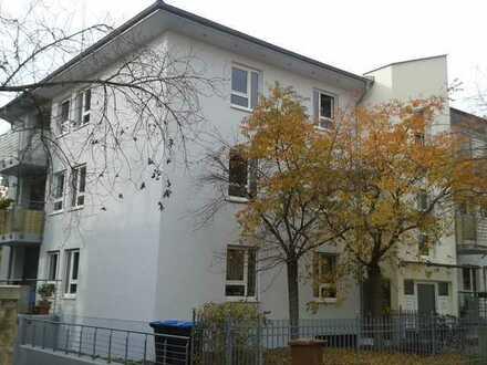 Gemütliche 2-Zimmer-Wohnung mit Balkon unweit Elbe&Schillerplatz