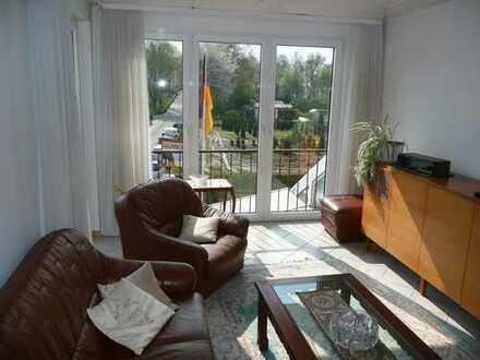 Gemütlich möblierte 2 Zi-Wohnung mit Balkon in Eschborn!