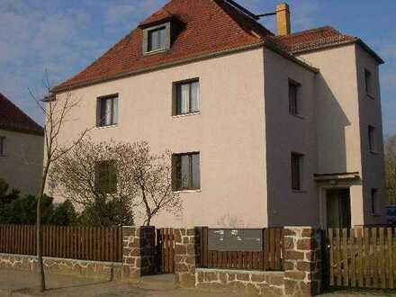 Ruhige helle DG-Wohnung, 2 Zi. + Wohnküche + Dusche/WC (provisionsfrei v. priv.)