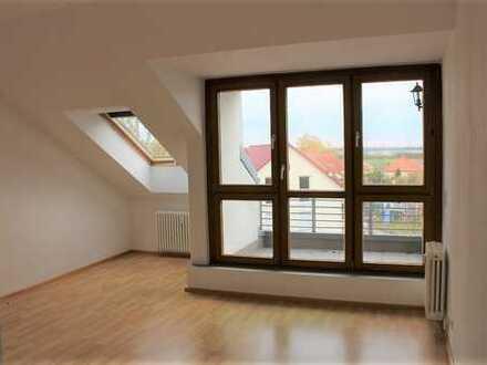 2-Zimmer-Dachgeschoss-Wohnung mit Stellplatz!