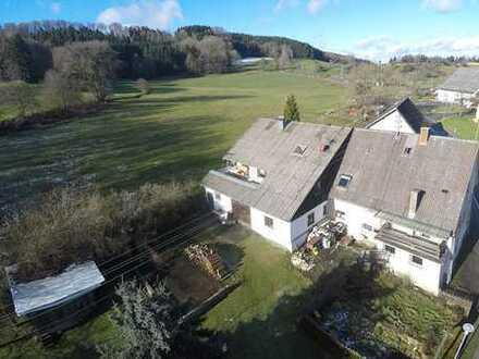 Wilhelmsdorf – Besondere Immobilie auf dem Lande mit viel Platz im und ums Haus…