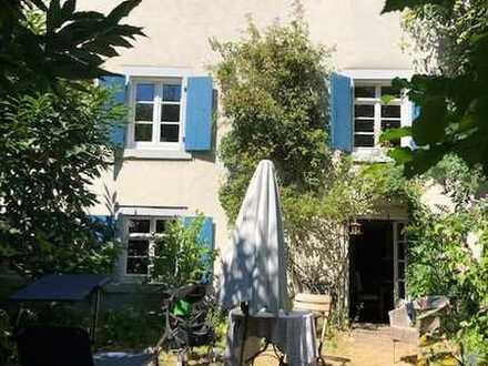 Freundliches und saniertes 5-Zimmer-Farmhaus in Efringen-Kirchen, Dachgeschoss ausbaubar 40 qm