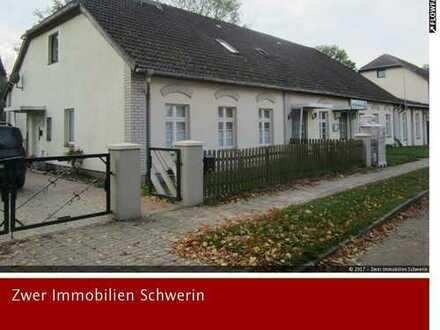 Gaststätte mit 2 Wohnungen bei Reiterpension, Reiterhof und Seen in Below nahe der Stadt Goldberg