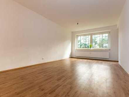 Großzügige, renovierte 2 Zimmer Wohnung mit Balkon