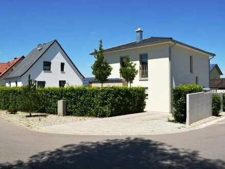 PAF-Uttenhofen! Neuwertiges Einfamilienhaus mit FBH, elektr. Rollläden, Videospech- u. Alarmanlage!